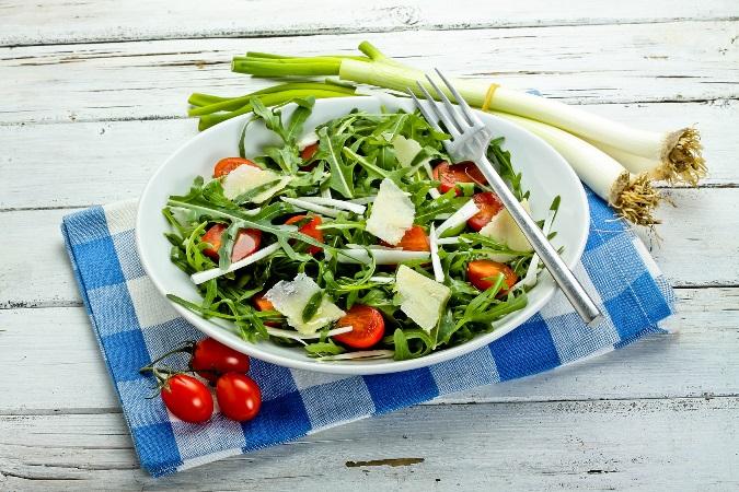 Sałatka z rukoli i pora z sosem winegret (2)